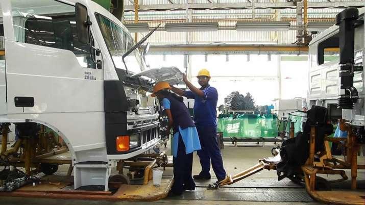 Tata Motors slashes pick-ups production by 17pc at Patanagar plant- India TV Paisa