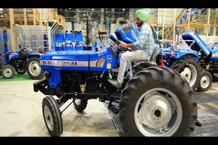CSIR-CMERI making e-tractor। representative image- India TV Paisa