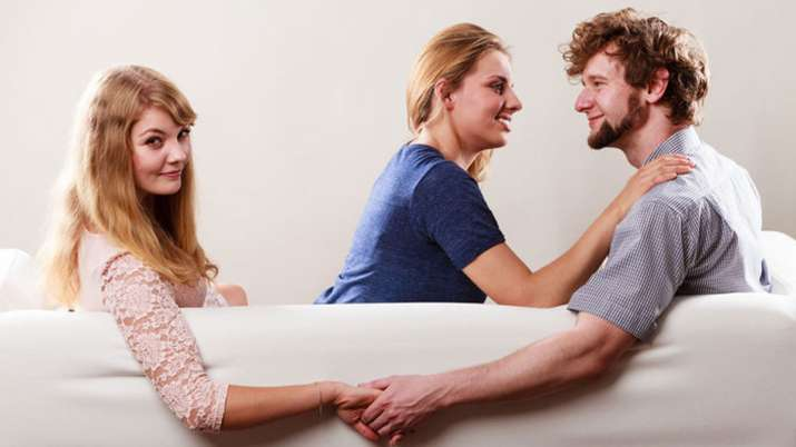 4 signs that tells your partner is loyal or cheater- India TV