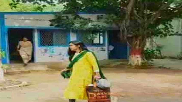 Aishwarya Rai wife of Tej Pratap leaves Rabri residence - India TV