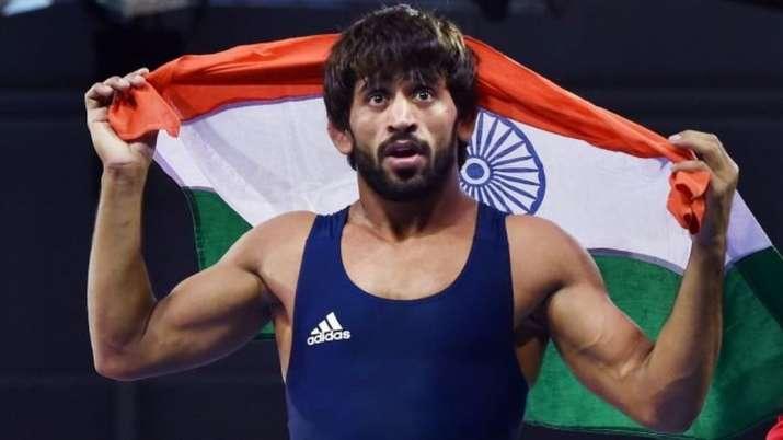 विश्व कुश्ती चैम्पियनशिप : सेमीफाइनल में हारे बजरंग, ब्रॉन्ज के लिए लड़ेंगे- India TV