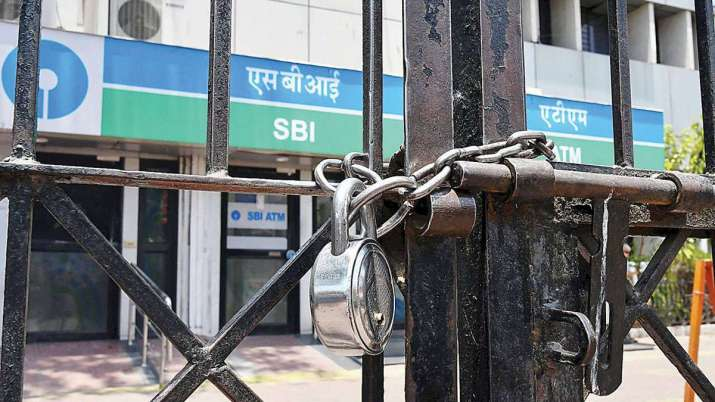 Bank officers' union threatens 2-day strike from Sep 26 against mergers- India TV Paisa