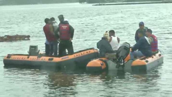 Boat capsizes during Ganpati Visarjan in Bhopal, 11 dead | ANI- India TV