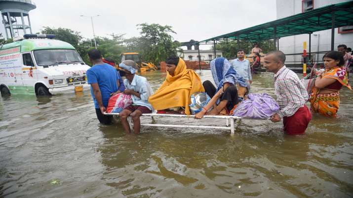 Patients being shifted from flooded Nalanda Medical...- India TV