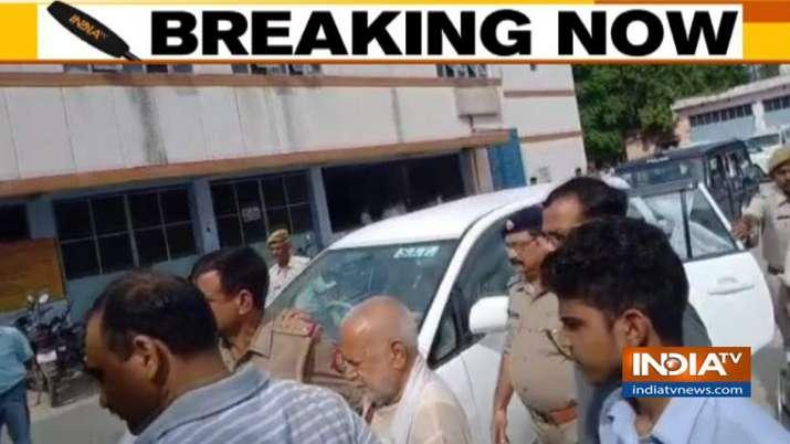 पूर्व केंद्रीय मंत्री चिन्मयानंद यौन शोषण के आरोप में गिरफ्तार- India TV