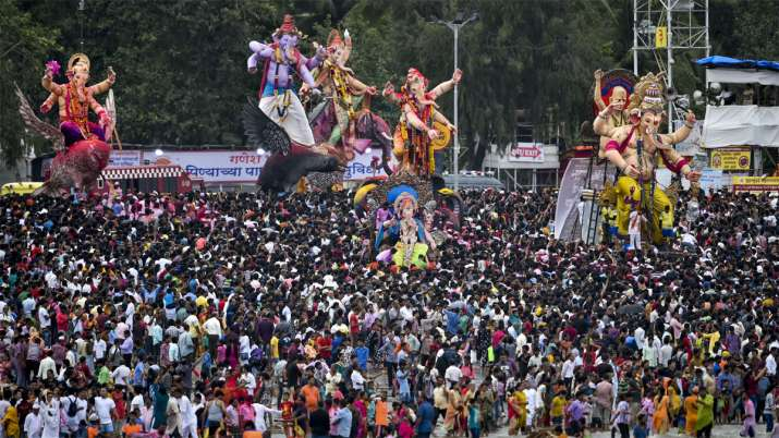Devotees carry Ganesha idols for immersion to mark the end of Ganesh Utsav celebrations, at Girgaum- India TV