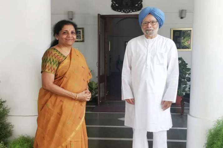 Finance minister Nirmala Sitharaman (left) with former Prime MinisterPrime Minister Manmohan Singh- India TV Paisa
