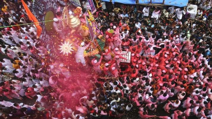 More than 38000 Ganpati idols immersed at 129 spots in Mumbai- India TV