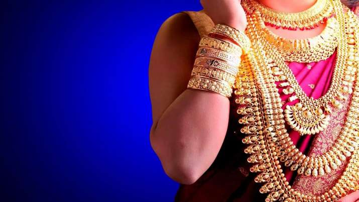 Gold slips Rs 40 to Rs 39,600 on muted demand- India TV Paisa