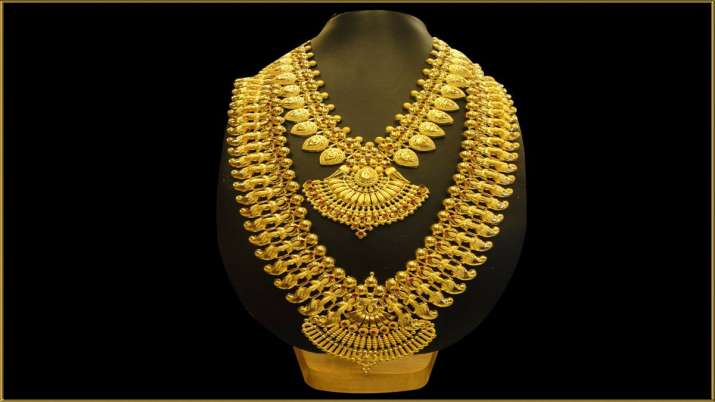 Gold prices drop Rs 300; silver tumbles Rs 1,400- India TV Paisa