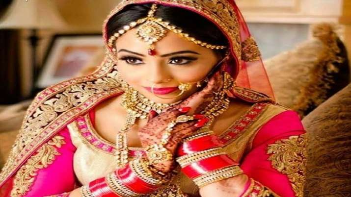 Gold falls Rs 150 to Rs 38,905 per 10 gm on weak demand- India TV Paisa
