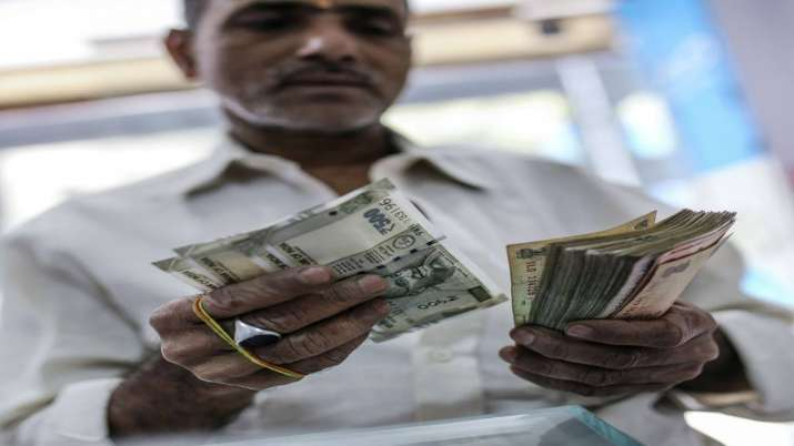 Rupee tumbles 68 paise against US dollar on crude oil woes- India TV Paisa