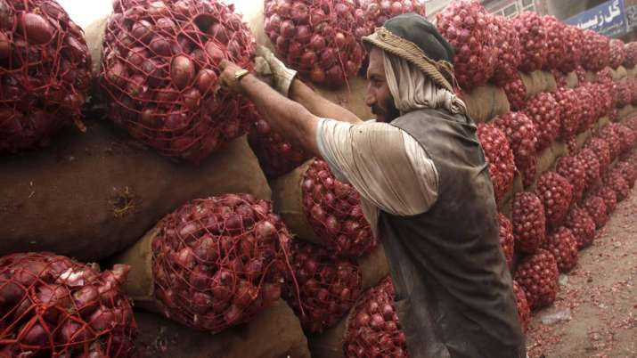 Afghanistan's Onion reaches India via Pakistan, Delhi government demands 100 tons of onions per day- India TV Paisa