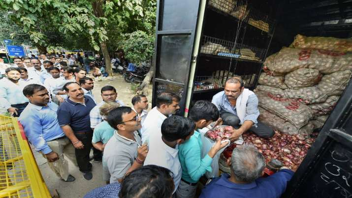 People queue up to purchase onions at subsidized rate, at Krishi Bhawan, in New Delhi, Tuesday,- India TV Paisa