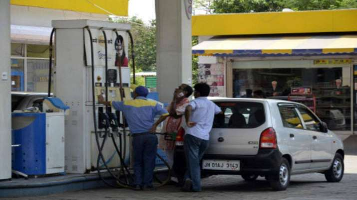 Petrol, diesel prices may shoot up by Rs 5-6 a litre- India TV Paisa
