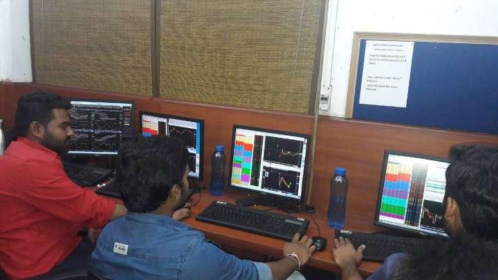 Sensex recovers 162 pts; auto stocks cap gains- India TV Paisa