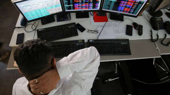Sensex ends 80 pts lower; bank, IT stocks drag- India TV Paisa