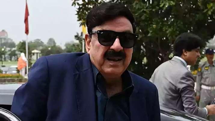 पाकिस्तान के रेल मंत्री शेख रशीद का एक और कारनामा, इस्लामाबाद प्रेस क्लब ने लगाया प्रतिबंध- India TV