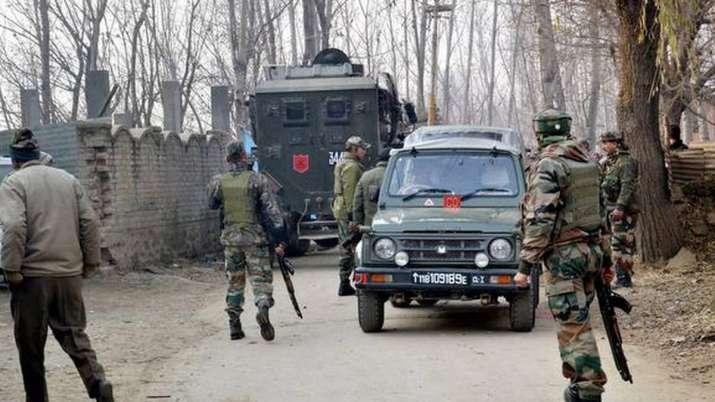 कश्मीर में लश्कर-ए-तैयबा का टॉप आतंकी आसिफ ढेर, भारी मात्रा में हथियार व गोला बारूद बरामद- India TV