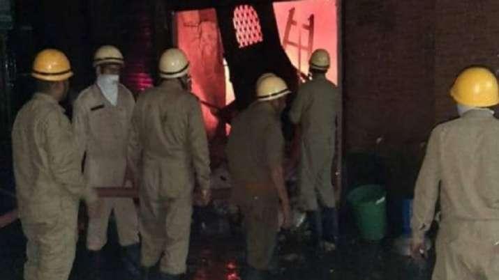 Fire breaks out in tent house in Darya ganj of Delhi- India TV