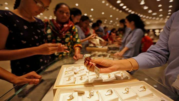 Gold prices rally Rs 220 on Dhanteras- India TV Paisa
