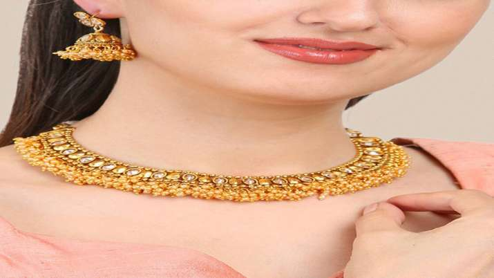 Gold prices jump Rs 348; silver zooms Rs 1,630- India TV Paisa