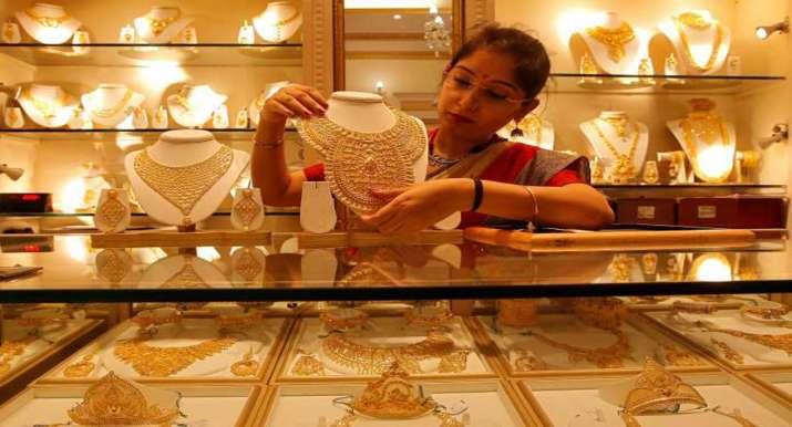 Gold rises Rs 126 on weaker rupee, festive demand- India TV Paisa