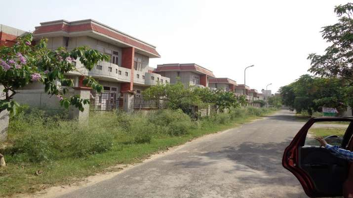 Greater Noida Authority demands more amount for plots bought 20 years back After Allahabad HC Order- India TV Paisa