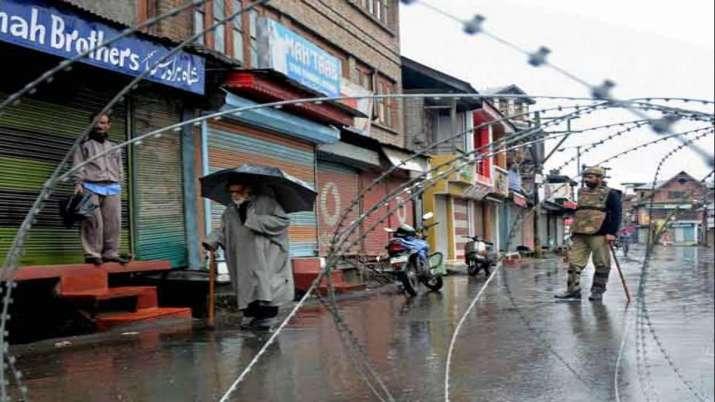 Kashmir businesses suffer Rs 10,000-crore hit- India TV Paisa