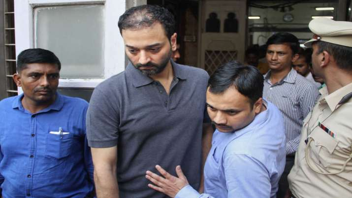 HDIL Managing Director Sarang Wadhawan being produced at Killa Court in relation to an alleged fraud- India TV Paisa