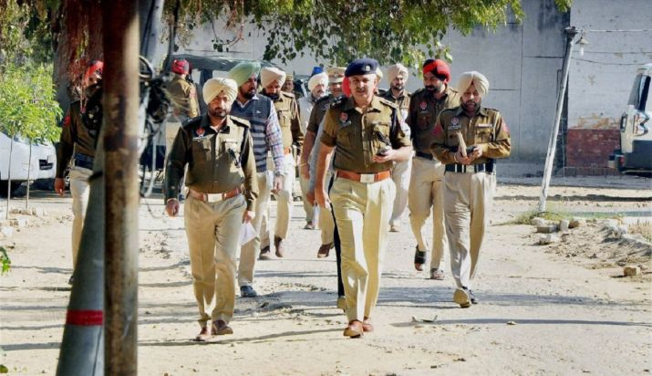 Punjab Police team attacked by villagers in Haryana- India TV