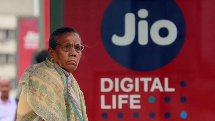 Jio says other telcos levying hidden charges on customers- India TV Paisa