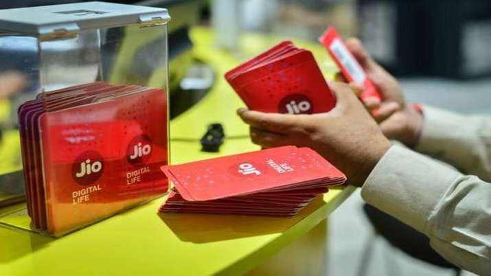 Jio marginally cuts mid-value tariff packs, adjusts IUC- India TV Paisa