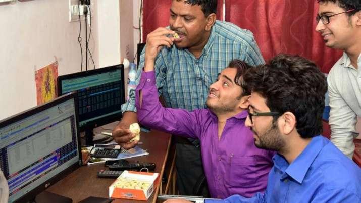 Sensex rallies 453 pts to close above 39,000-mark; Nifty tops 11,550- India TV Paisa