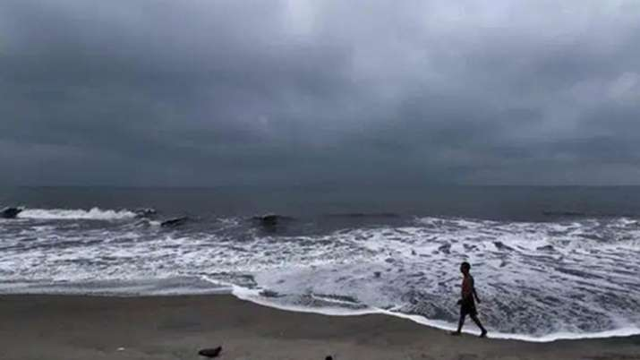 महाराष्ट्र-गोवा में क्यार का कहर, 110 किमी की रफ्तार से चलेंगी हवाएं; अलर्ट जारी- India TV