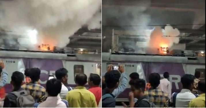 Image result for मुंबई की लोकल ट्रेन में लगी आग