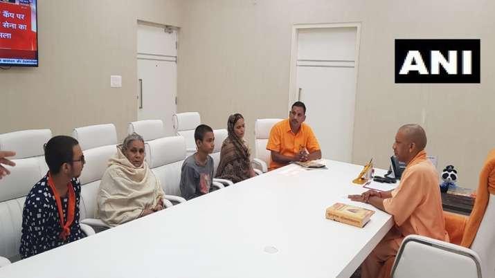 Family of Kamlesh Tiwari meets Chief Minister Yogi Adityanath at his residence | ANI- India TV