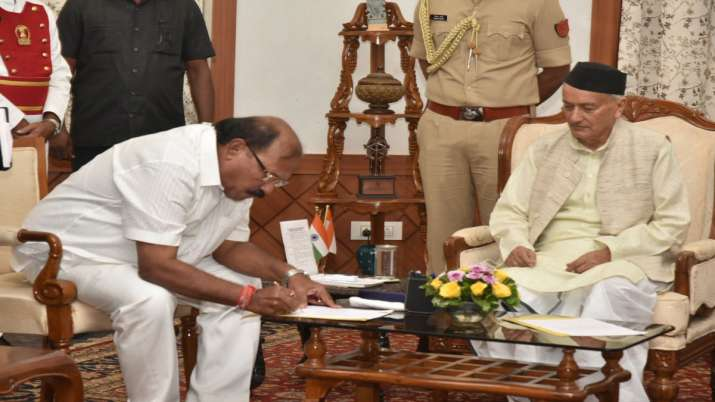 Senior member Kalidas Nilkanth Kolambkar was sworn in as...- India TV