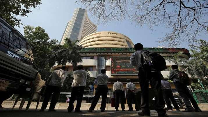 Sensex ends marginally higher; Yes Bank drops 5 pc- India TV Paisa
