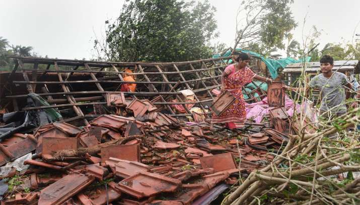 bulbul cyclone toll, Mamata Banerjee, Narendra Modi, मौसम विभाग, बुलबुल तूफान, फेरी सर्विस, कोलकाता - India TV