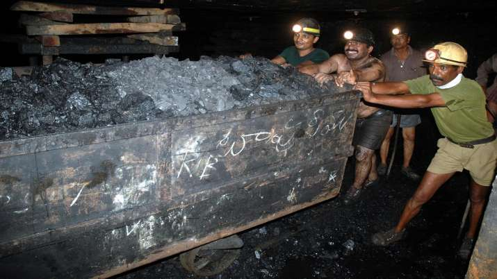 coal mine workers- India TV Paisa