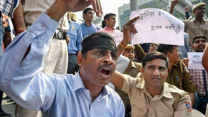 Tis Hazari clash, Tis Hazari clash Delhi High Court, Tis Hazari clash Police Lawyers, Tis Hazari - India TV