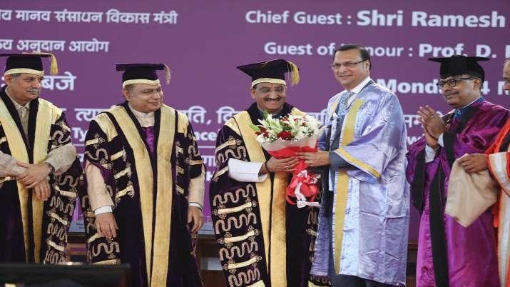 दिल्ली विश्वविद्यालय के 96वें दीक्षांत समारोह में इंडिया टीवी के एडिटर इन चीफ रजत शर्मा को सम्मानित - India TV