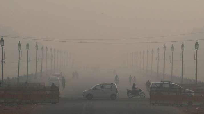 दिल्ली में प्रदूषण का कहर, द्वारका में AQI 700 के करीब पहुंचा; हाईकोर्ट ने लगाई फटकार- India TV