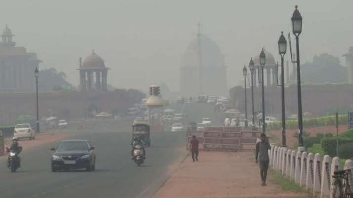 राजधानी दिल्ली में प्रदूषण की मार थोड़ी कम, लेकिन हवा अभी भी जहरीली- India TV