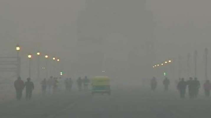 महीने में चौथी बार दिल्ली एनसीआर की हालत खराब, प्रदूषण 500 के पार; सांस में ले रहे औसतन 25 सिगरेट का- India TV