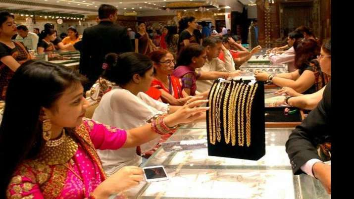 Gold prices fall Rs 101 on rupee appreciation, weak global cues- India TV Paisa