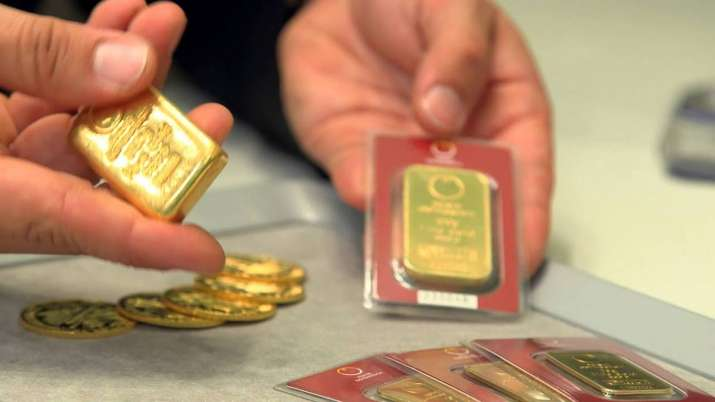 Gold prices slip by Rs 149 on weak global cues- India TV Paisa