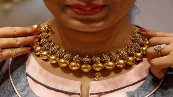 Gold rallies Rs 143 on rupee depreciation, positive global trend- India TV Paisa