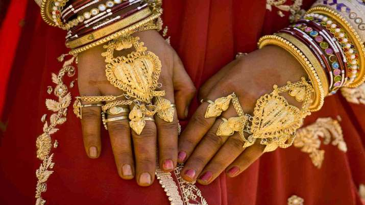 Gold down Rs 130 amid weak global trend- India TV Paisa
